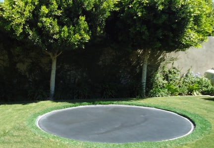 In-ground trampoline without proper ventilation